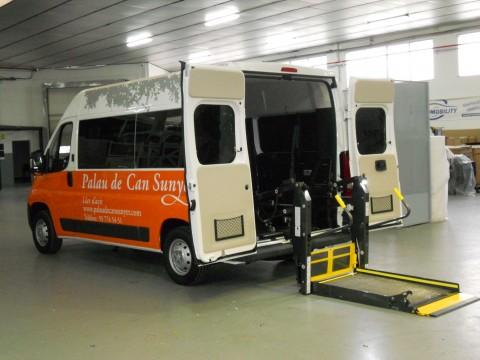 Euromobility entrega la furgoneta adaptada para Palau de Can Sunyer